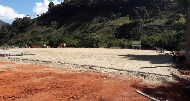 OBRAS: Prefeitura de Alagoa inicia calçamento do Parque de Exposições