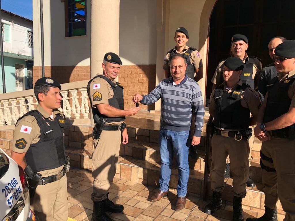 Prefeito Juliano entrega as chaves nas mãos do Sgto. Donizete