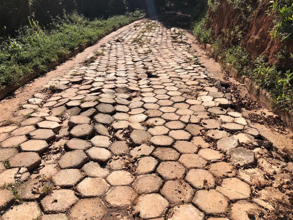 ANTES | Calçamento danificado pelas chuvas